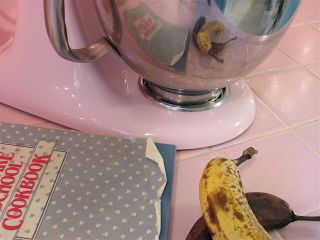 Mixer, cookbook, banana
